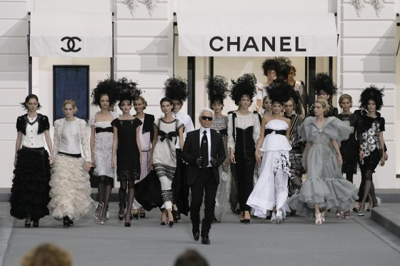 Karl-Lagerfeld-a-love-story-with-Chanel2-560x373