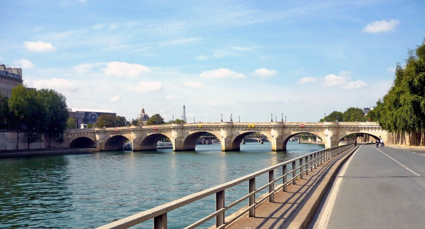 "IN THIS LOCKDOWN PERIOD, I REALLY MISS THE WALKS ON THE ""QUAIS"" OF THE PARIS SENNA."