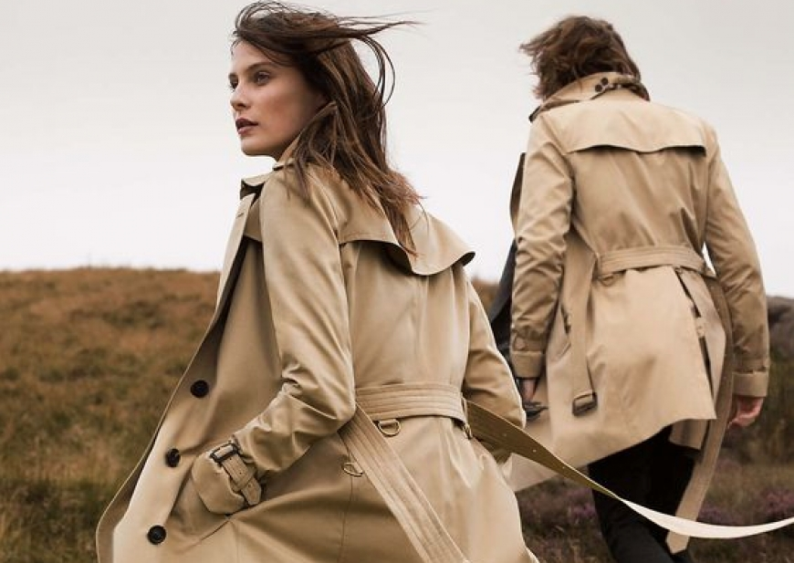 WITH THE 2019 BEIGE REVOLUTION, THE TIMELESS TRENCH COAT IS BACK AGAIN IN PARIS