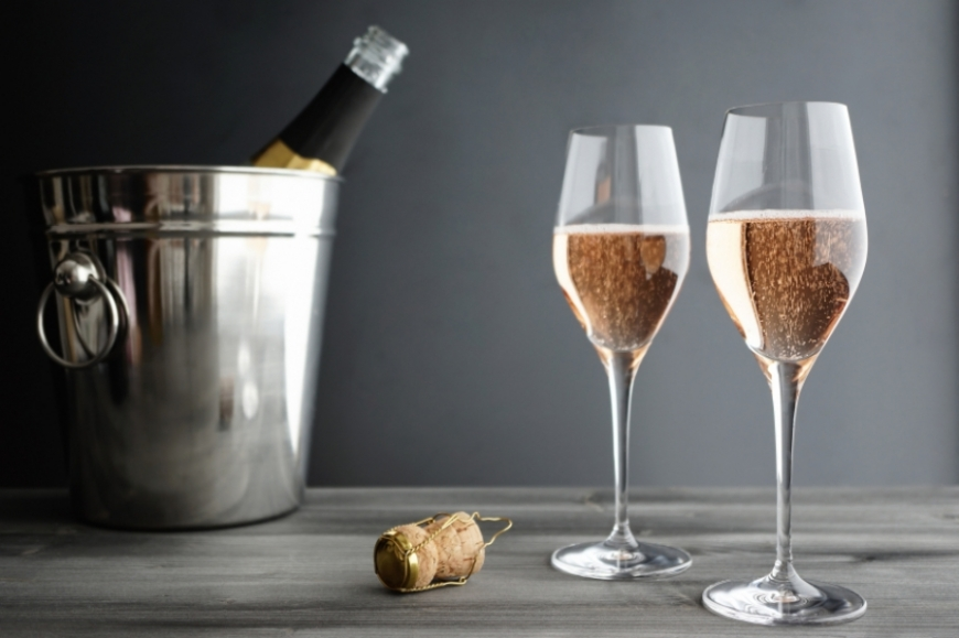 CHAMPAGNE: HOW TO DRINK AND TALK ABOUT IT