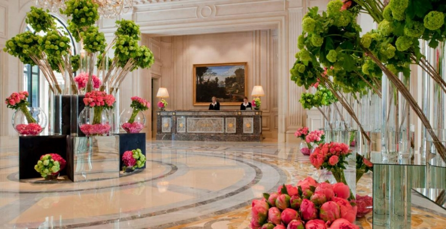 THE FLOWERS OF THE PARISIAN HOTEL FOUR SEASONS GEORGE V