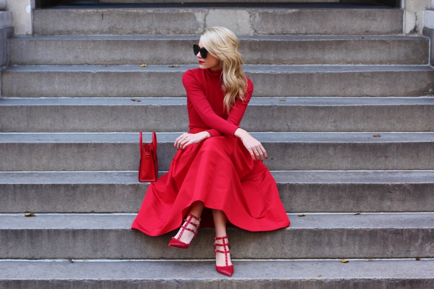 HOW TO WEAR RED WITHOUT LOOKING LIKE A CHRISTMAS TREE?